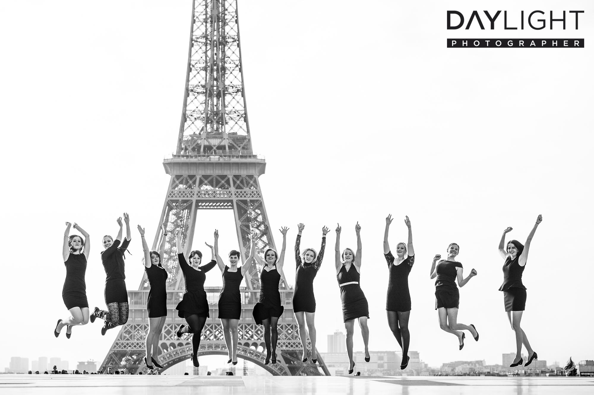 gruppen fotoshooting in paris eiffelturm